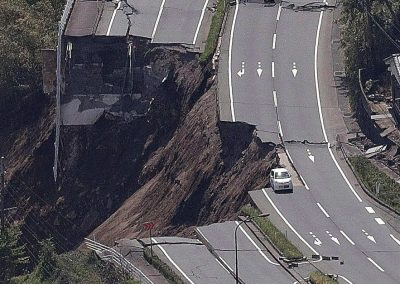 earthquake-road-damage